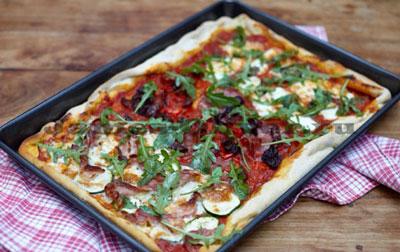 Пицца с тремя начинками от Джейми Оливера