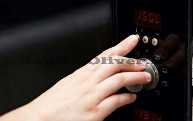 Уменьшить температуру духовки