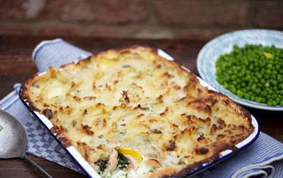 Пирог со шпинатом сыром и копчёной рыбой