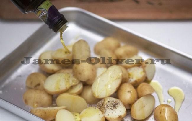 Полить картофель маслом