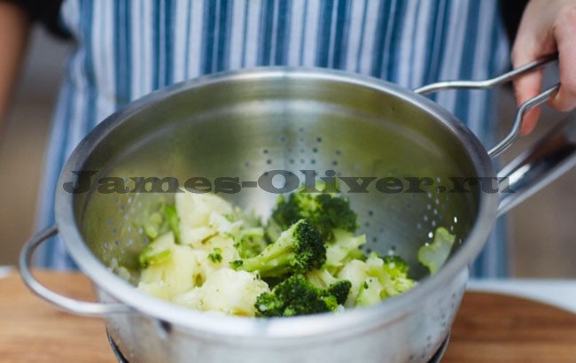 Добавить брокколи в картофель