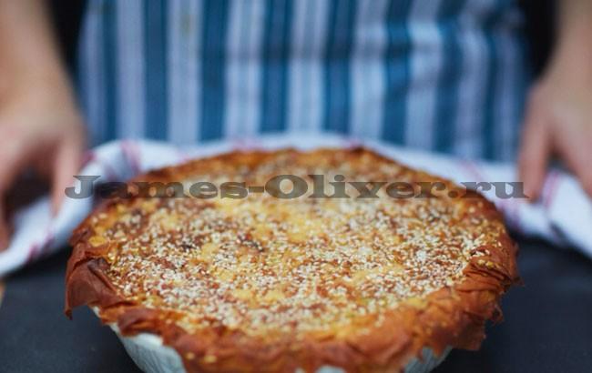 Натереть сыром и поставить в духовку