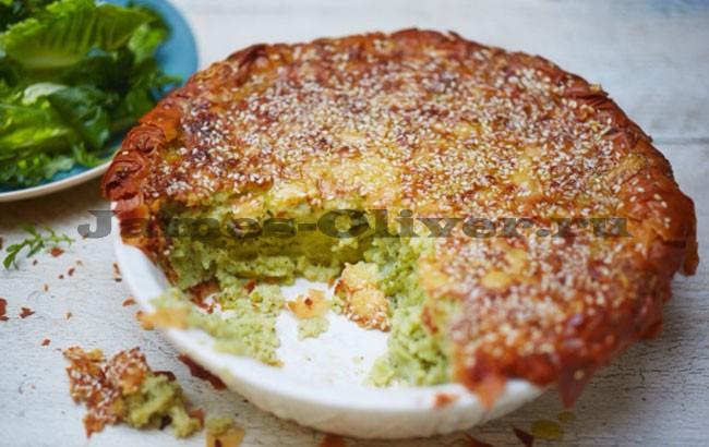 Пирог с картофелем и брокколи готов