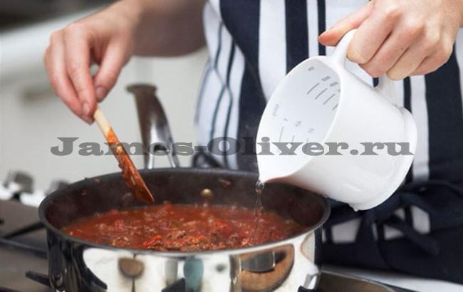 Добавить воды в соус