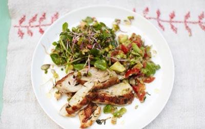 Салат оливье с курицей и гуакамоле