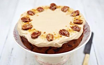 Быстрый пирог с яблоками и орехами пекан