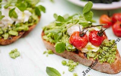 Бутерброды для детей с зеленым горохом и бобами